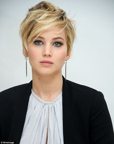 Here a good inspiration for Pixie Hairstyle!