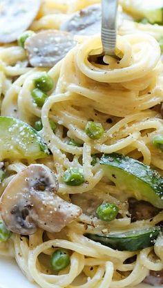 One Pot Zucchini Mushroom Pasta ~ An incredibly creamy, hearty pasta dish that you can make in just 20 minutes. Even the pasta gets cooked right in the pot!