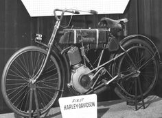 pic of the 1st harley davidson motorcycle | harley-davidson-1903-04-motorcycles-harley-davidson