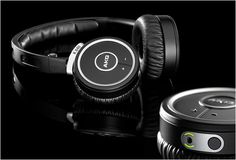 Harman AKG K840KL are High-performance wireless on-ear mini headphones. They use Kleer wireless technology, that means no stream loss and no interference. The Kleer system delivers pure, uncompressed 16-bit stereo audio over a robust 2.4GHz radio link. The headphones have a 20m range and battery life  of up to two weeks in normal use.