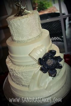 http://sandrascakes.blogspot.co.uk/search/label/wedding%20cakes#