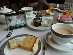 Cunard & Twinings Tea Rituals Afternoon Tea on the Queen Elizabeth: Cakes