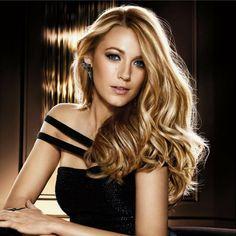 Chevelure blonde lumineuse de Blake Lively. Son secret : #BalayageGlam