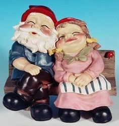 "Snoozing Sweetheart Gnome Couple Sitting on a Bench- Very Colorful-Great Quality + Detail-8 "" LongX 4 "" Deep X 7 1/2 "" High Made Of Weather Resis ..."