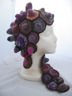 I love this hat. I would wear it. Free pattern.