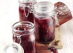 Glühwein-Rezept mit aromatischen Cranberries und Nelken sowie Zimt und Sternanis verfeinert. Ganz einfach zu machen !