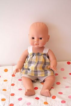 Free dolls clothes pattern (link from another blog, but with some great examples)