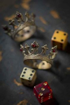 Alice - crown rings games, dice, crowns, napkin rings, the queen, napkin holders, crown napkin, rolls, game of thrones