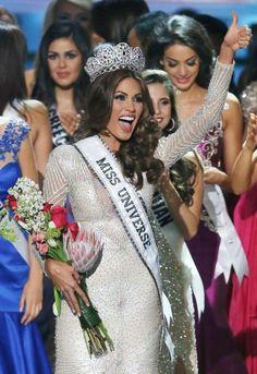 Así lució al momento de la coronación… Venezuela se alzó con la séptima corona de la belleza universal.