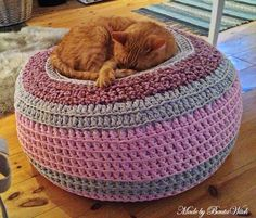 DIY - Knit or crochet a pouf trendy daughter would love this in her room :)