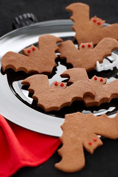 Chocolate Biscuit Bats The per­fect easy recipe for making and eating with the kids during the holidays | MollyMooCrafts.com