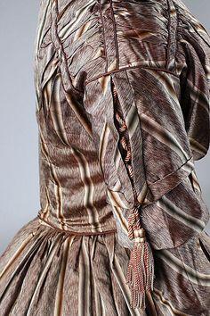 c.1841 Dress, sleeve & shoulder detail