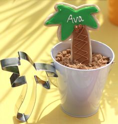Palm tree favor and placecard cookies from blog.thecelebrationshoppe.com