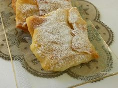 Cypriot shiamishi are, kind of square shaped pies, with a thin homemade phyllo, filled in with this a fabulous semolina cream which is scented with orange blossom water and mastic resin. It is then deep fried in a lot of hot oil and then icing sugar is sprinkled on top.