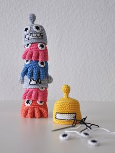 totems, eggs, pacman, alien, robot, crochet patterns, totem poles, alex o'loughlin, amigurumi