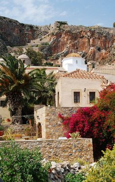 Red and ochre in Monemvassia (Peloponnese), Greece // by S.R. Photos