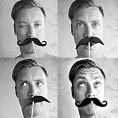 moustachestraw1