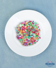 Make your morning bagels more exciting by tossing some fruity cereal on top for a seriously sweet treat that is surprisingly good! Trust us. #recipe
