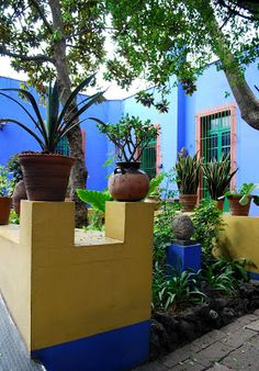 Frida Kahlo's La Casa Azul in Coyoacan. Her inner garden with Mexican terracotta pottery and Pre-Columbian sculpture