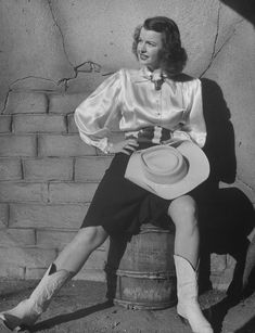 1920s Hollywood gave the American cowgirl a slightly more glam look as seen on actress Dale Evans.
