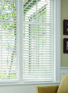 Add a classic touch to your home with new white blinds. These blinds are made of moisture-resistant and heat-resistant PVC, making them suitable for any room in your home.