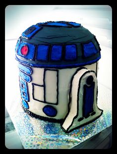 Ben has requested a Star Wars cake for his 6th birthday--he didn't get any more specific than that.  Good tips on how to achieve an R2D2 from ordinary supplies.