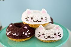 Twinkie Chan is the best ever: Kitty Donut Hair Clips!