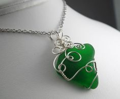 Learn the trick to wire-wrapping sea glass and other irregular objects with this free tutorial! Click >http://www.craftsy.com/pattern/jewelry/pendant/how-to-wirewrap-beach-glass-the-easy-way/19313?ext=FB_JMC_PP_Reg_freepattern_20140121&utm_source=Page%20Post-Jewelry%20Making%20Club&utm_medium=Registration&utm_campaign=Facebook&initialPage=true