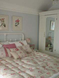 Vintage,pretty & shabby: June 2008 Decor Bathroom, Cottages Bedrooms, Vintage, Blue Wall, Shabby Chic, Country Rooms, Grey Wall, Shabby Bedrooms, Gardens Cottages