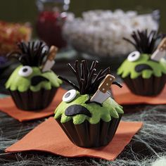 These Halloween monster cupcakes are definitely a cut above the rest, thanks to these Knife Royal Icing Decorations!