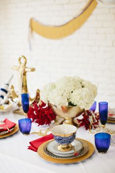 A glamorous nautical-inspired tabletop