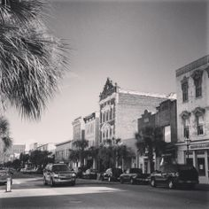 Discover Upper King Street in Charleston, SC - your go-to neighborhood for downtown #Charleston dining, nightlife and shopping: http://www.wilddunes.com/blog/crown-jewel-charleston-scs-upper-king-street-district-featured-in-5757-palm-wild-dunes-resort-magazine/?m=0