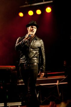 gavin degraw and delta goodrem | Gavin Degraw Photos - Gavin deGraw performs during a concert in ...