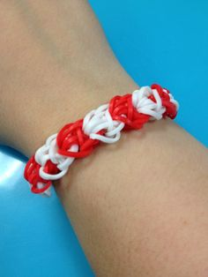 Red and white bandaloom bracelet #stlouiscardinals #teamcolors