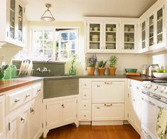 Cottage kitchen. Love the sink!