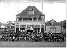 The Breakers roadhouse on Great Highway with San Francisco Motorcycle Club posing, circa 1910.