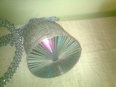 bolso en crochet con cd. como base y tira de lacres con cinta.originales montdur blogspot