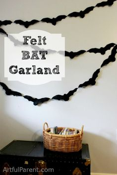 Felt Bat Garland for Halloween @Alma Martinez I can see this in your future ;-)