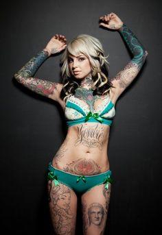 Chica tatuada sexy