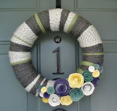 super easy yarn wreath!