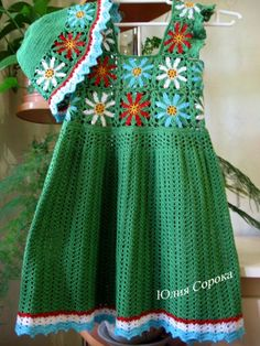 Cutiful little green dress with diagram - This is when I say, I would love to have a granddaugther but not for many many years........   ---  Este bello trajesito tiene diagrama