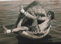 30 Awesome Behind The Scenes Photos From Old Movies: Steven Spielberg plays with the robot shark on the set of Jaws