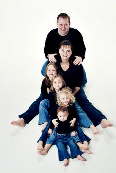 08-09-2010 - Top Five Poses For Family Portraits family portrait poses, family photography poses for 6, family portraits, photoshoot ideas for family, fotografie familie, famili portrait, famili pose, famili photo, photo idea