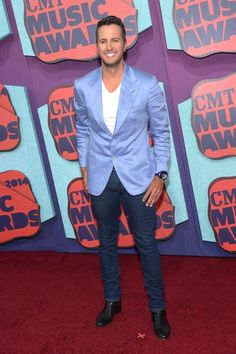 Luke Bryan stylin' and profilin' on the 2014 CMT Music Awards Red Carpet. Watch LIVE now!
