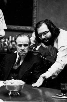 Marlon Brando y Francis Ford Coppola en un momento del rodaje de 'El Padrino' ('The Godfather', 1972)