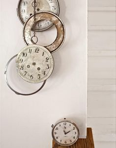 Love this use of vintage clocks