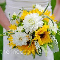 Season wildflowers, large sunflowers and dahlia bridal bouquet // Rachel Olsen Photography // Bouquet: Petal and Bean