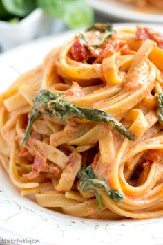 Cheesecake Factory Copycat: Sundried Tomato Fettuccine [Lightened Up]
