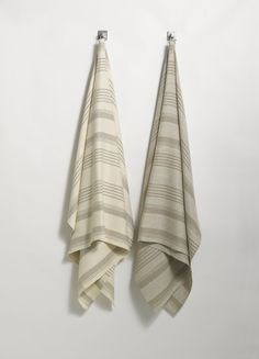 ANICHINI | Olga Linen Towels  Made from 100% handloomed natural linen.