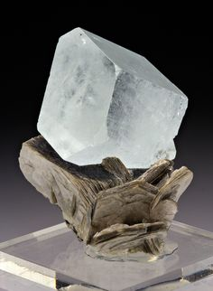 + Beryl var. Aquamarine with Muscovite